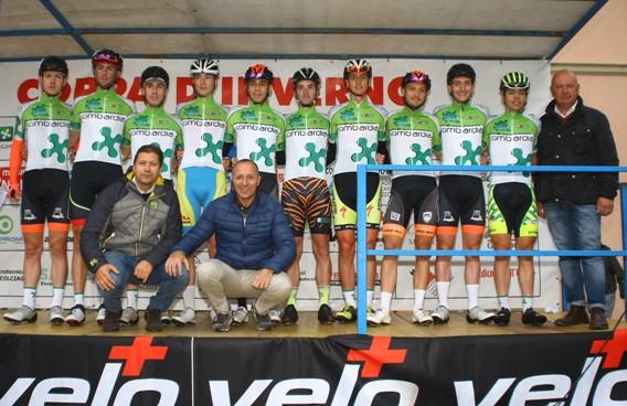 La Rappresentativa Juniores della Lombardia  col Presidente Cordiano Dagnoni, il Consigliere Alfredo Zini e il Selezionatore lombardo (Foto Berry)