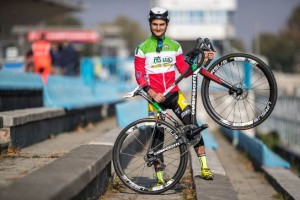 Bertolini con le nuove ruote personalizzate realizzate dalla Ursus (Foto Michele Mondini)
