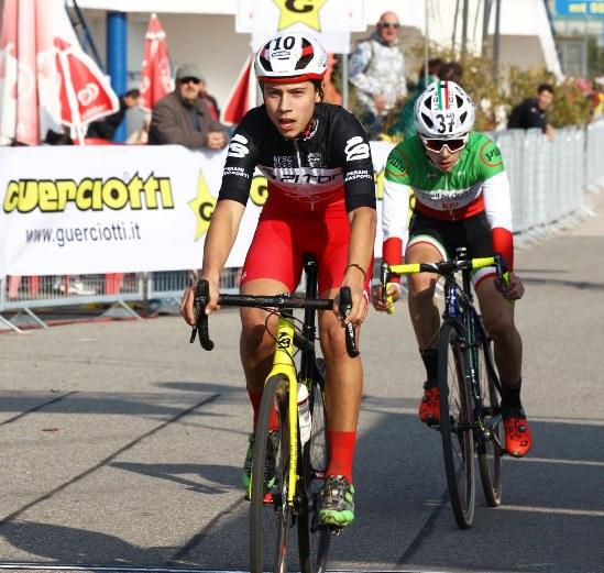 Kevin Pezzo Rosola secondo classificato all'Idroscalo di Milano mercoledì^ 1^ Novembre 2017 davanti al Tricolore Davide De Pretto (Foto Rodella)