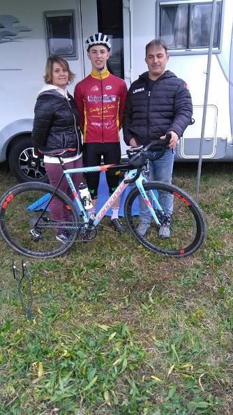 Andrea Damiano del Team Cicloteca, qui con la madre e il padre (Foto Nastasi)