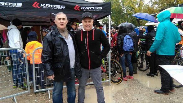 Fausto Armanini con, a dx, Giovanni Canellini distributore per l'Italia delle biciclette Kross (Foto Nastasi)