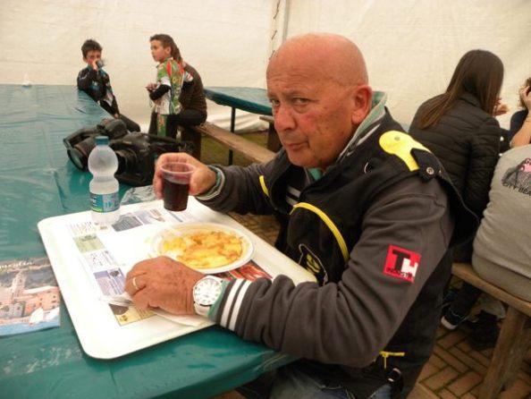 Il Fotoreporter Gianfranco Soncini in pausa pranzo a Pasturana (Foto archivio anno 2016)
