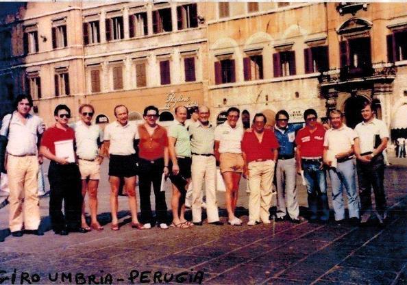 Piero Pieroni (quarto da destra) al Giro dell'Umbria di qualche decina di anni fa
