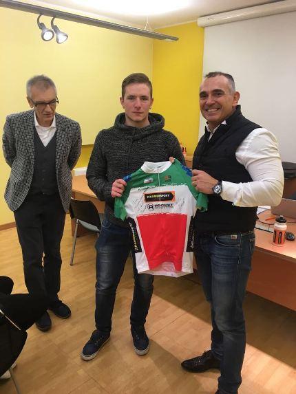 Paolo Riva e Mattia Geroli consegna maglia Tricolore velocità U23 a Canova