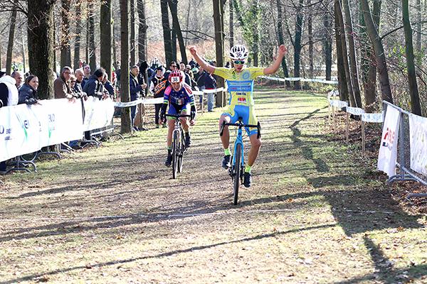 Davide Piganzol vince gara 2^ anno (Foto Kia Castelli)
