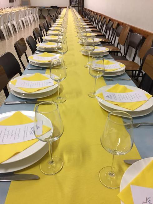 Tavola imbandita per il pranzo comunitario (Foto Luca Venturi)
