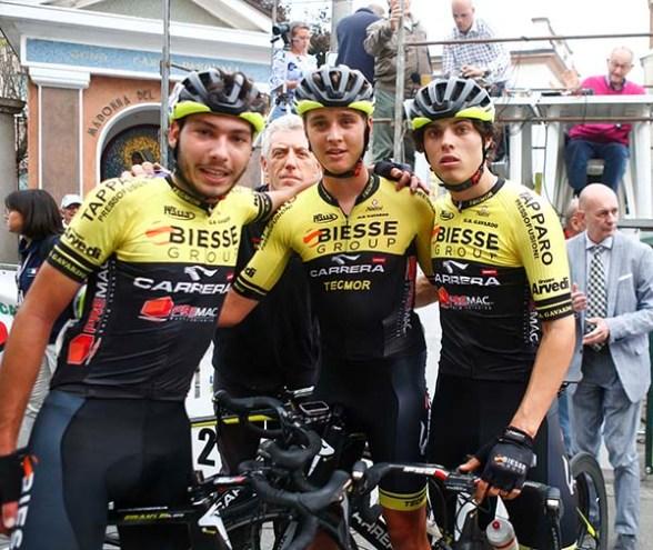 Zanardini con due suoi compagni di squadra (Foto Pisoni)