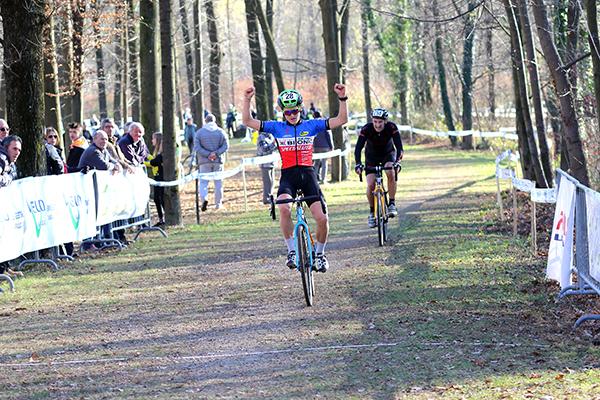 Mattia Olivetti vince gara Juniores (Foto di Kia Castelli)