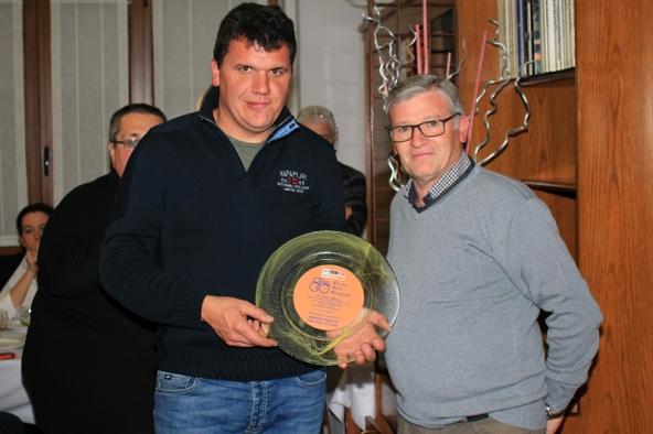 Stefano Ghiringhelli, Sindaco di Taino, con Mario Minervino Presidente Cycling Sport Promotion (Foto Ossola)