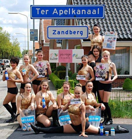 Belle donne olandesi in festa per il Giro d'Italia