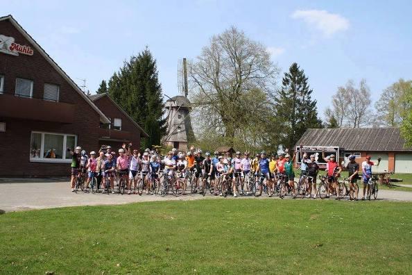 Ciclisti Olandesi in preparazione per accogliere il Giro D'Italia