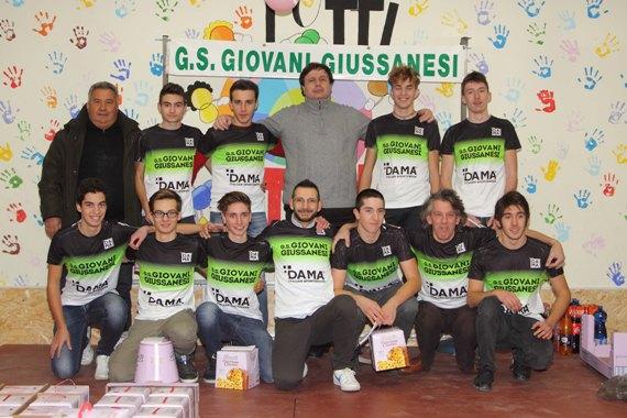 Squadra Juniores 2018 col Presidente Rocco D'Aprile ed il vice Riccardo Pifer (Foto Castelli)