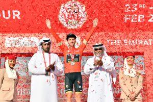 25.2.2020 – Jabel Hafeet (Dubai) – Adam Yates, inglese della Michelton stacca tutti sulla salita finale della 3° tappa